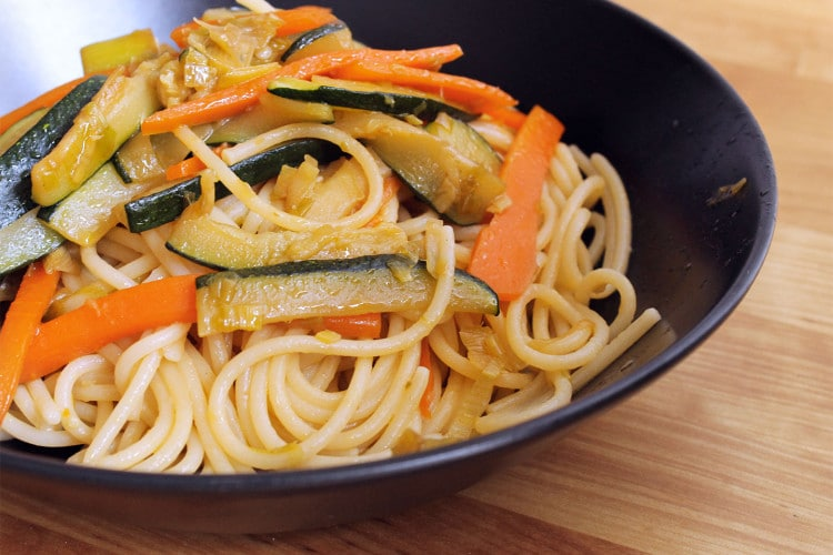 Kamut spaghetti with vegetables and ginger
