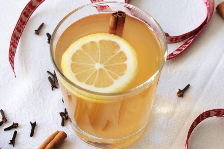 Punch di Natale con succo di mela
