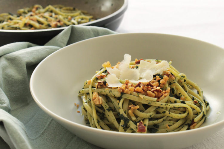 Linguine with kale and almonds