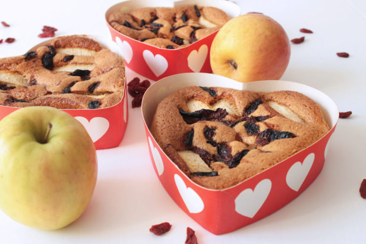 Valentine cake with apples and goji berries