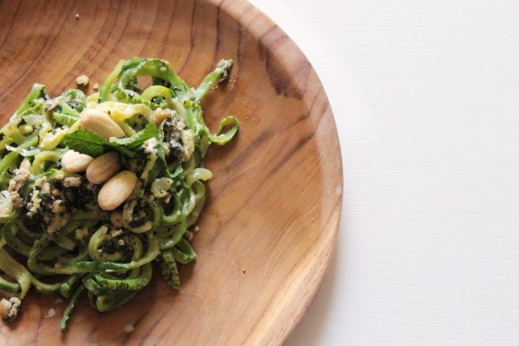 Spiralized zucchini noodles with mint, basil and almonds pesto