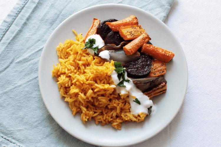 Riso alla curcuma con barbabietole, scalogni e carote