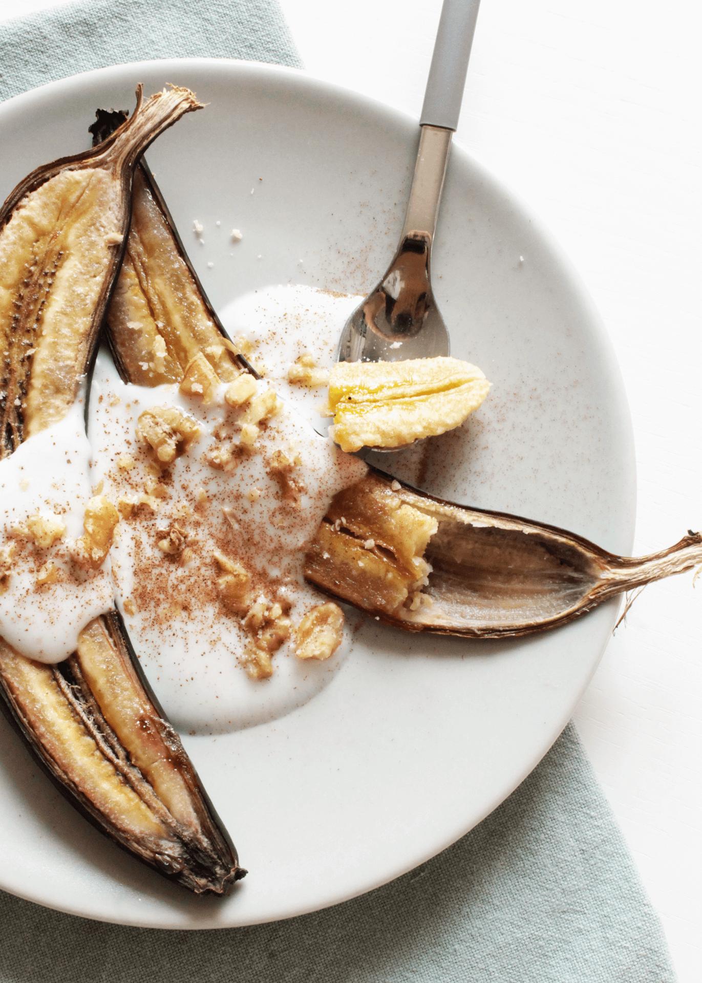 Banane, yogurt e noci