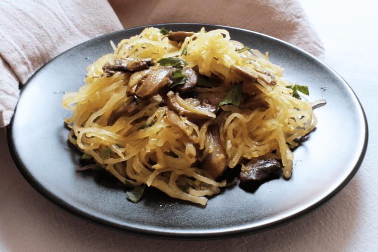 Zucca spaghetti squash con funghi