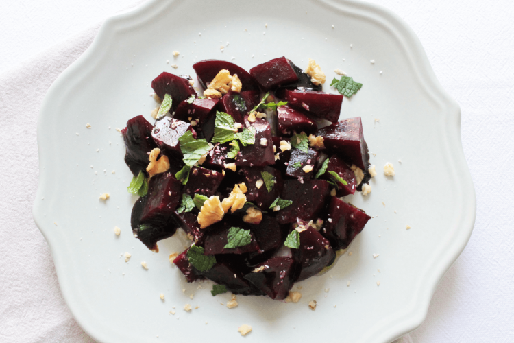 Beetroot with balsamic vinegar, mint and walnuts