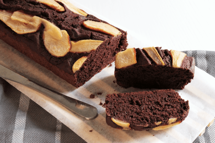 Plumcake with pears and cocoa